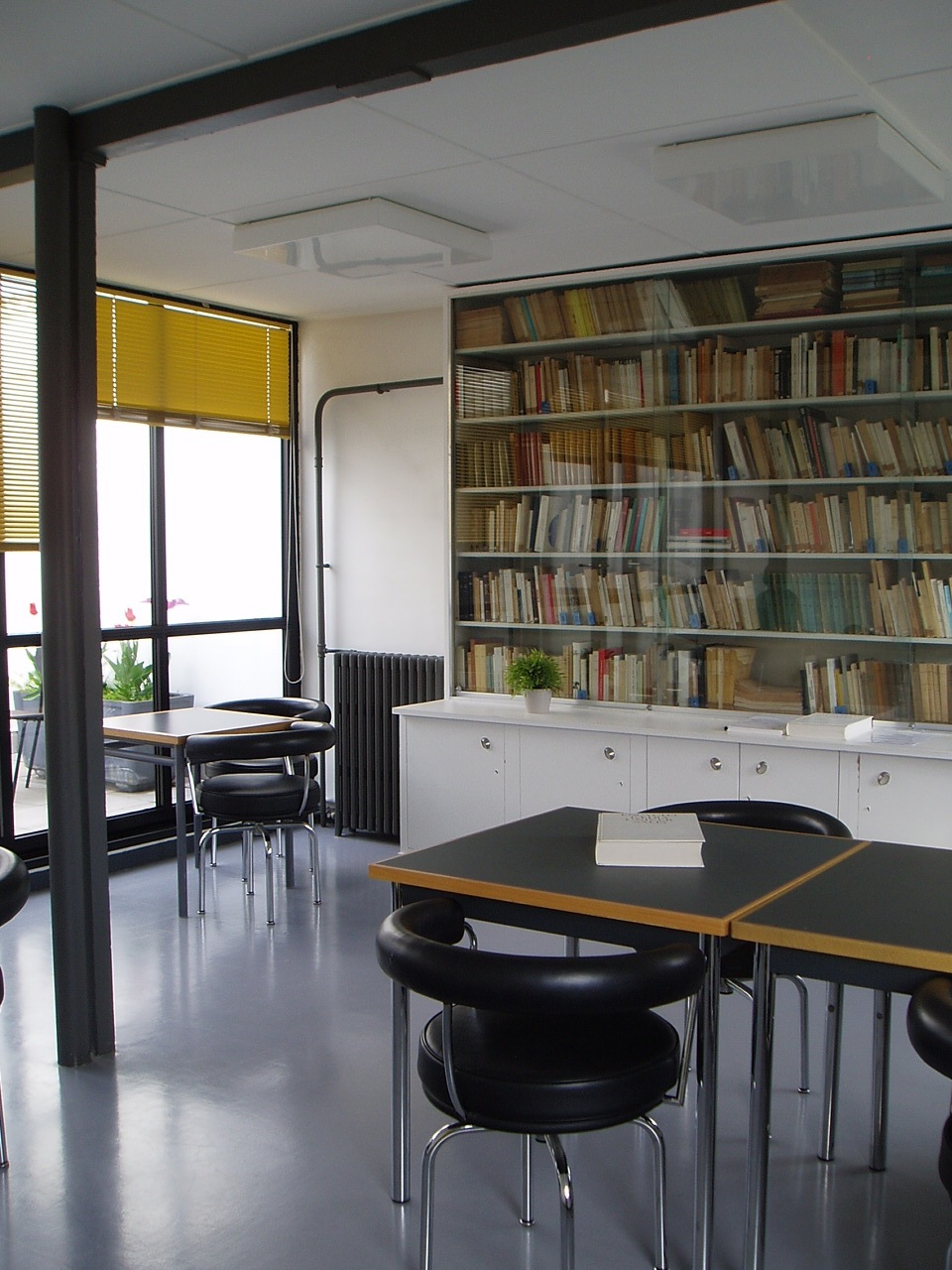 Staying At The Fondation Suisse Fondation Suisse Architecte  # Bibliotheque Mural